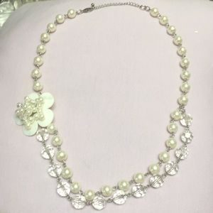 Pearl beaded necklace w/ flower pendant